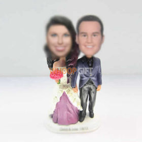 customzed bobble heads of wedding cake