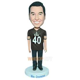 No.40 groomsman in brown T-shirt matching with jeans bobblehead